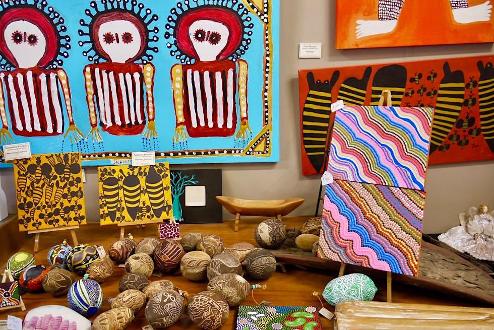 Norval Gallery in Derby - Windjana Gods & Boab Früchte - Kimberley - Western Australia
