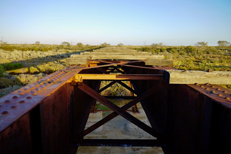 Oodnadatta Track verläuft entlang der Ghan Bahnlinie - Outback South Australia