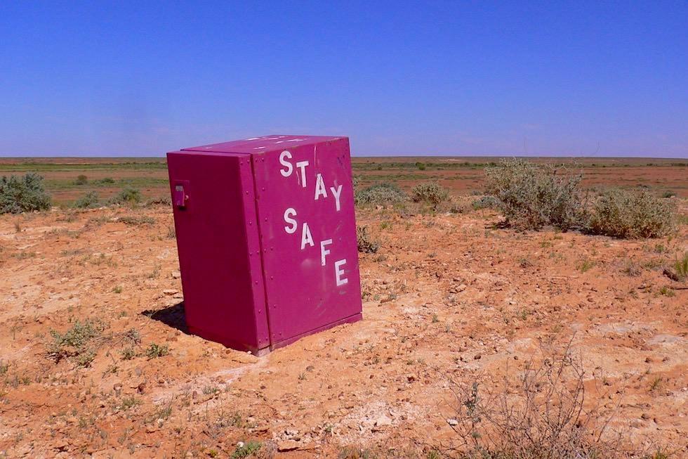 Stay Safe: Australischer Humor & Ambiguitäten - Oodnadatta Track - Outback Australia