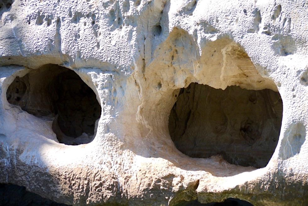 Geikie Gorge - Gesteinsformationen wie Augenhöhlen - Kimberley - Western Australia