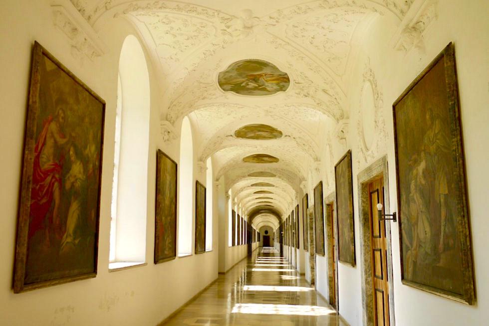 Kloster Ottobeuren - weite 1,5 km lange Flure, die 50% der gesamten Gebäudefläche ausmachen - Allgäu - Bayern