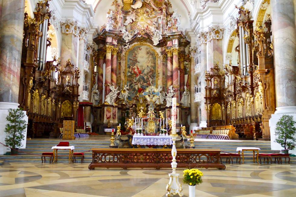 Meisterwerk des Spätbarocks: Klosterkirche Ottobeuren -der Hochaltar - Allgäu - Bayern