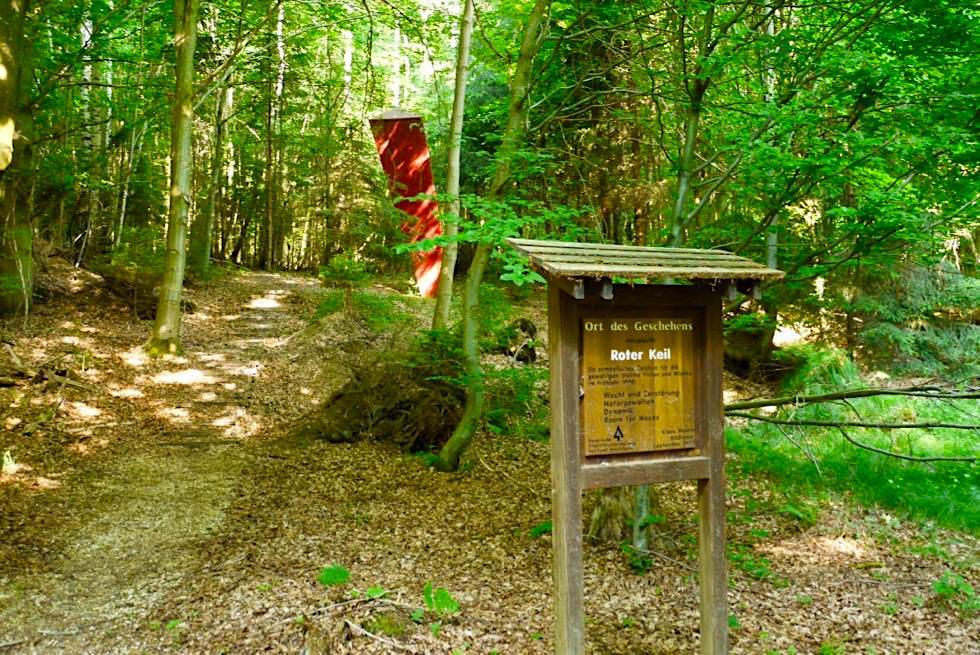 Wiesengänger Route 03 - Roter Keil erinnert an heftige Stürme von 1990 - Wandertrilogie Allgäu - Bayern