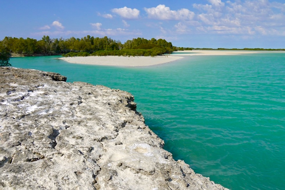 Willie Creek - Ausblick auf türkisfarbene Bucht & Sandbänke - Kimberley - Western Australia