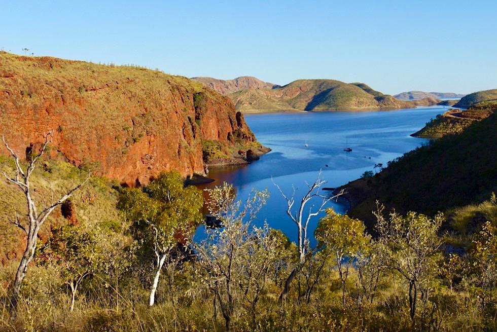 Sanftes Licht & Schatten: Abendstimmung an der Bucht unterhalb Lake Argyle Resort - Kimberley, Western Australia