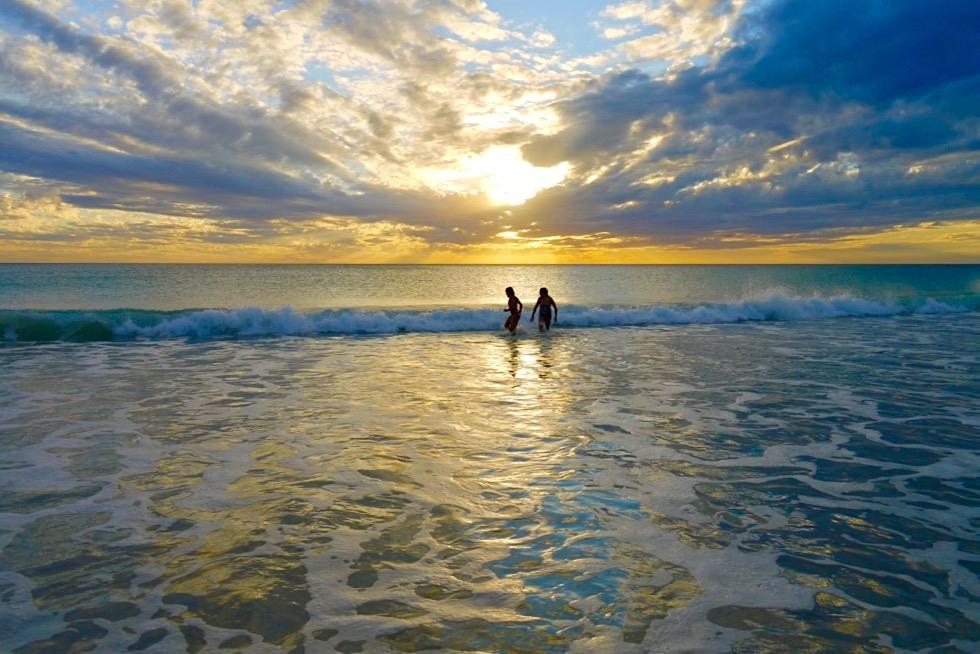 Cable Beach - Schwimmen bei Sonnenuntergang - Broome - Kimberley, Western Australia