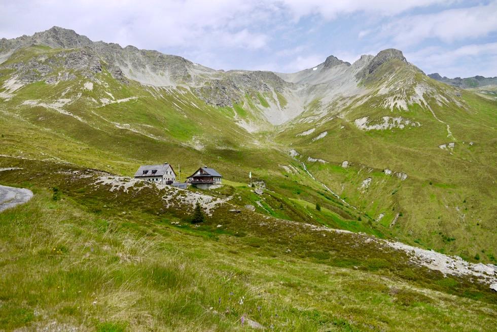 Friedrichshafener Hütte eingebettet in eine eindrucksvoller Bergkulisse - Ischgl, Paznaun - Österreich