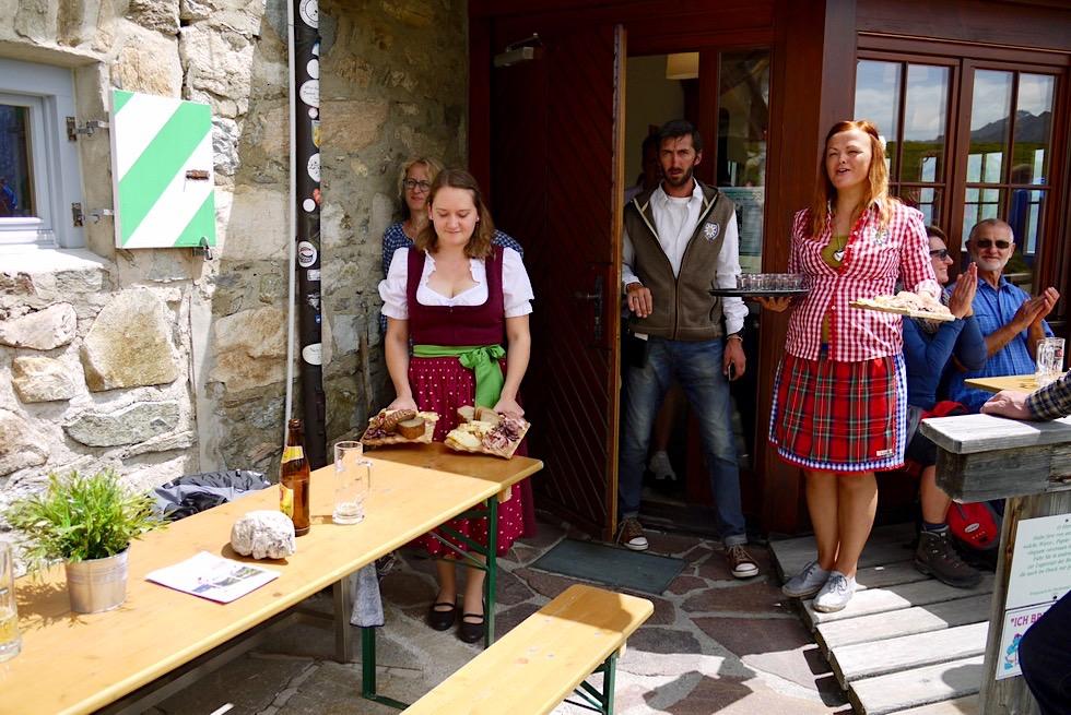 Kulinarischer Jakobsweg - Friedrichshafener Hütte - Empfang mit Speck, Käse & Schnaps bei der Eröffnung - Ischgl, Tirol - Österreich