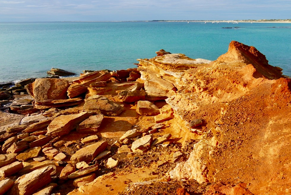 Gantheaume Point - Leuchtend Rot-Orange Felsen-Mondlandschaft & türkiser Ozean - Broome, Kimberley - Western Australia
