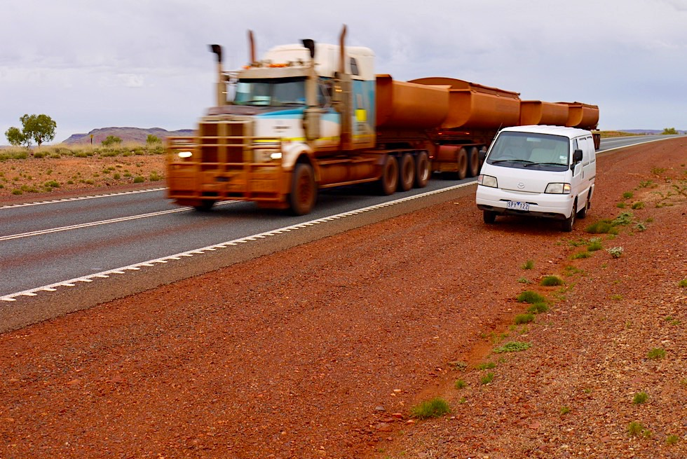 Great Northern Highway: Road Trains mit Eisenerz beladen - Pilbara - Western Australia
