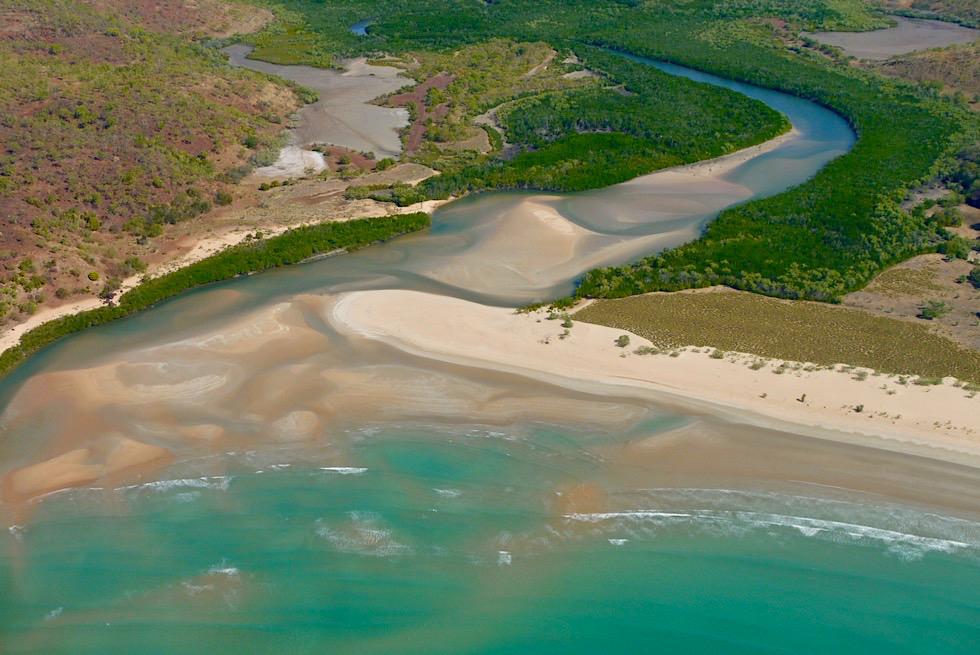 Joseph Bonaparte Gulf & Timor See - Flussmündung mit Sandbank - Kimberley Outback aus der Vogelperspektive - Western Australia