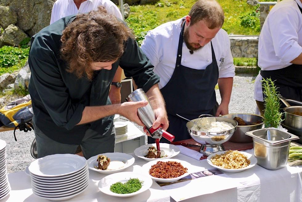 Kulinarischer Jakobsweg - Vorbereitung der Kostproben der neuen Gourmet-Menüs - Jamtalhütte bei Galtür, Paznaun - Österreich