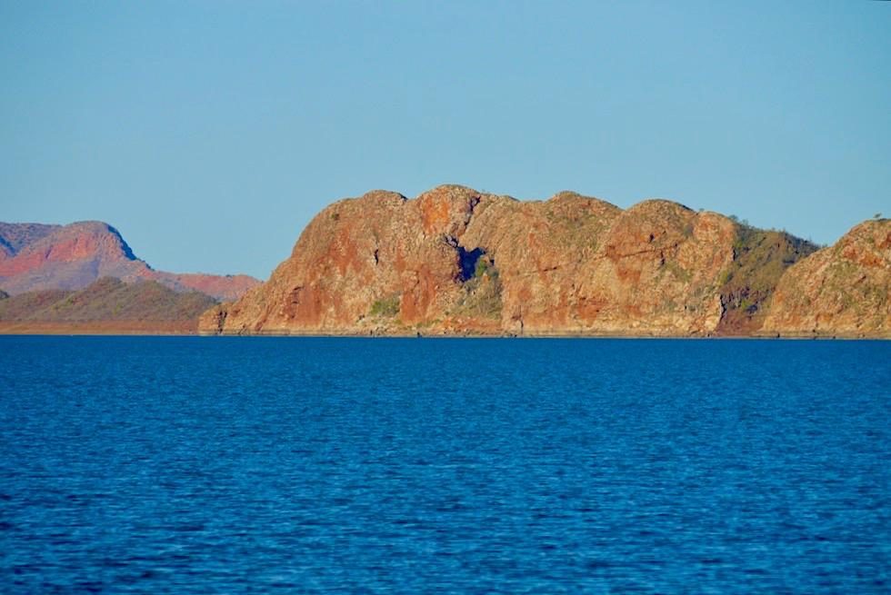 Lake Argyle - Steile Felswand & Bergkuppe - Kimberley - Western Australia
