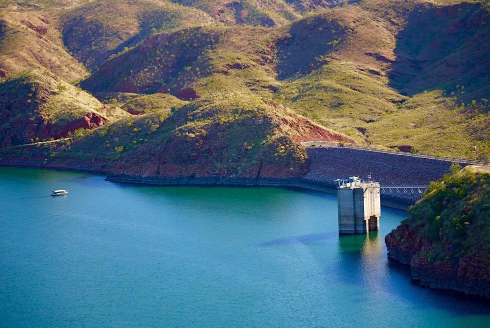 Lake Argyle Wanderungen - The Bluff Lookout: Ausblick auf Staumauer des Lake Argyle - Kimberley, Western Australia