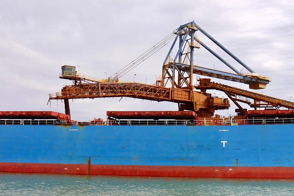 Port Hedland - Beladen eines Containerschiffs - Pilbara - Western Australia