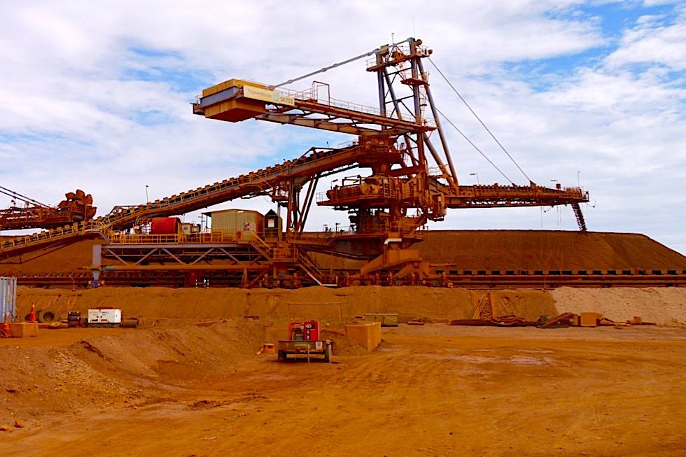 Port Hedland - Fortescue FMG Site Iron Ore Tour: Zwischenlagerung Eisenerz - Pilbara - Western Australia