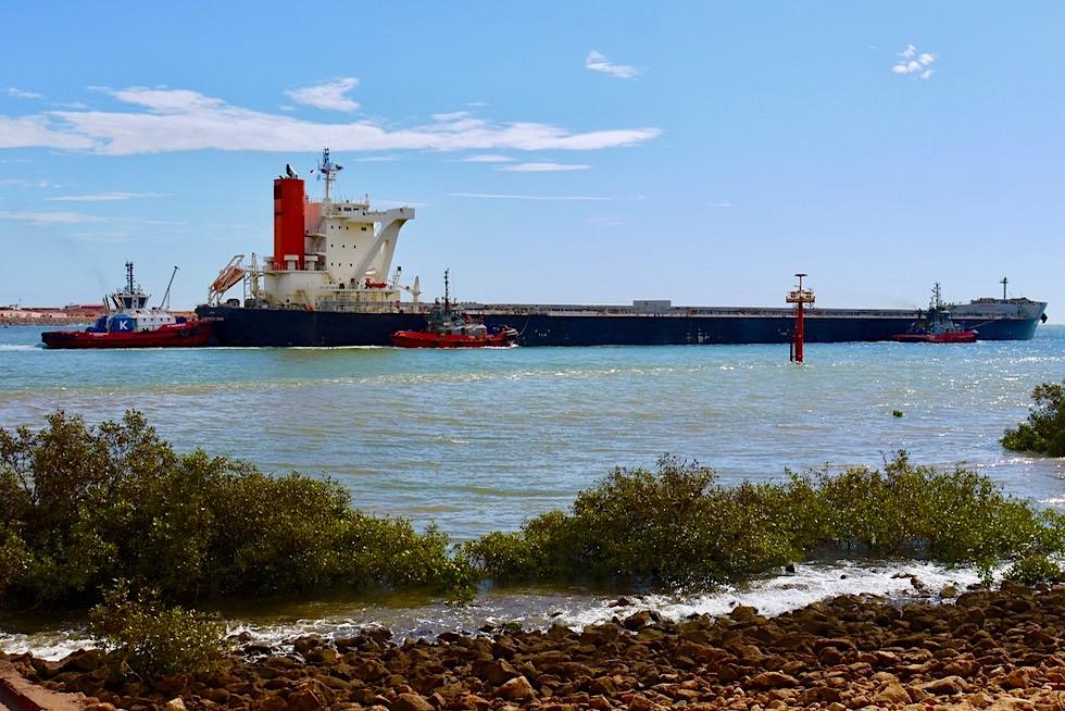 Port Hedland - Frachtschiffe werden in den Hafen gezogen - Pilbara - Western Australia