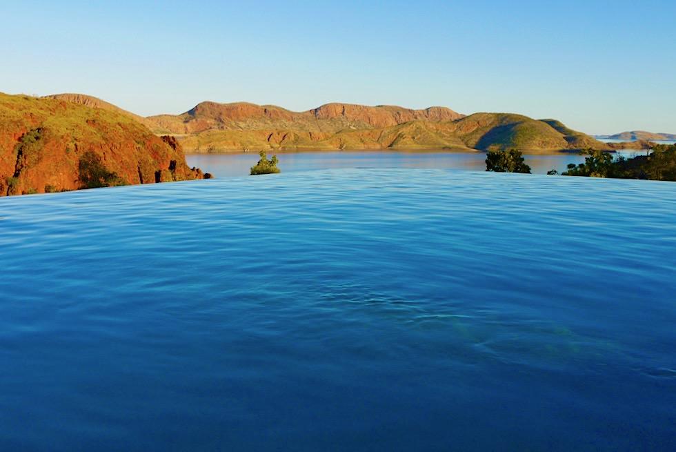 Faszinierender Sonnenuntergang am Infinity Pool - Lake Argyle Resort - Kimberley, Western Australia