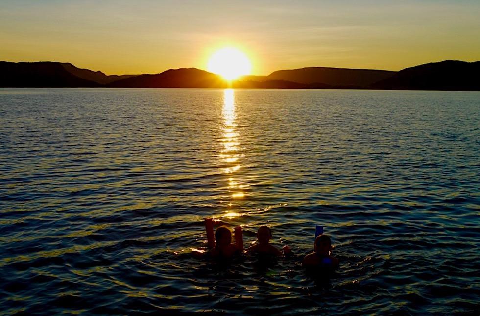 Lake Argyle Cruises: Sonnenuntergang im Wasser erleben - Kimberley - Western Australia