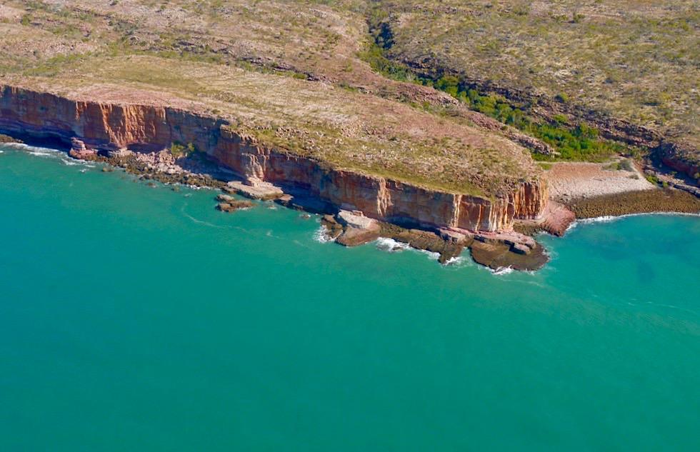 Timor See trifft auf schroffe Felsküste der Kimberley - Outback Australien - Western Australia