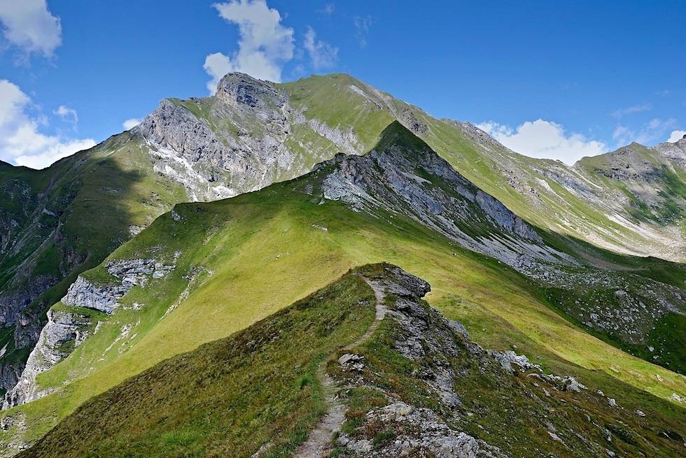 Wandern in Tirol mit grandioser Bergkulisse - Österreich