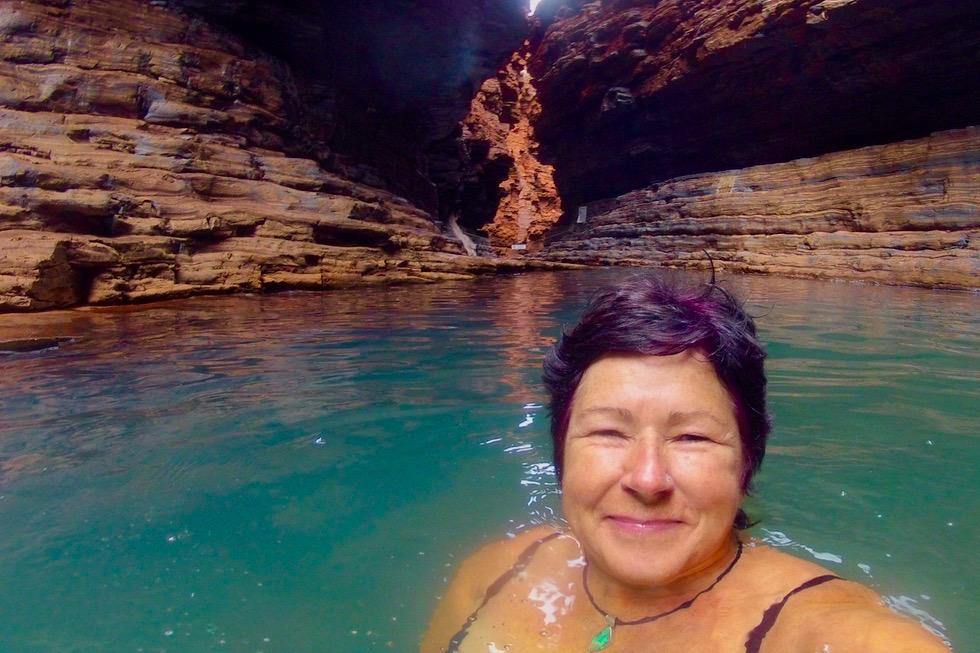 Karijini NP - Baden im Kermits Pool - Pilbara - Western Australia