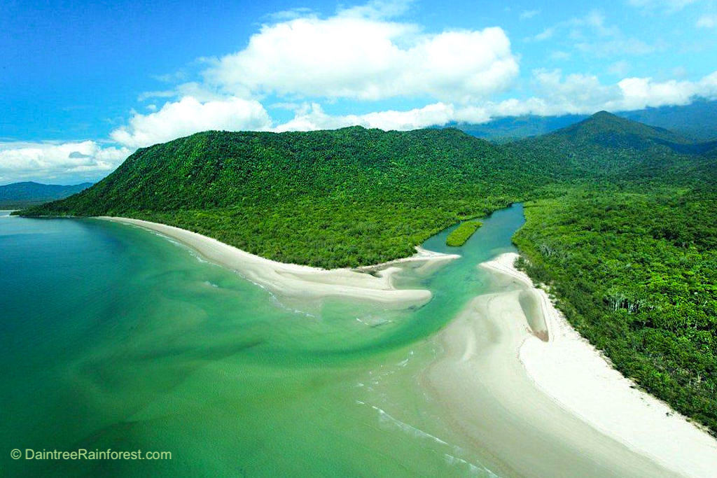 Cape Tribulation - Ausblick auf Thornton Beach, Noah River & Noah Beach im Daintree National Park - Far North Queensland