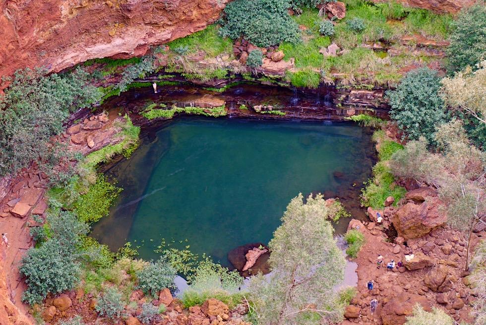 Der wunderschöne, erfrischende Circular Pool vom Lookout gesehen - Karijini National Park - Pilbara, Western Australia