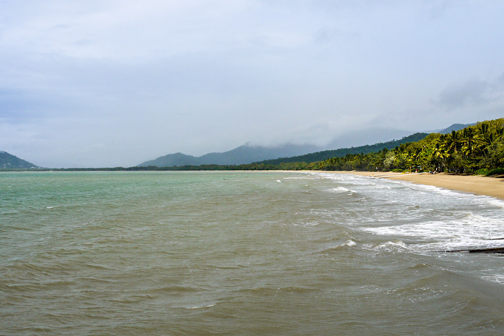 Spaziergang am Four Mile Beach - Port Douglas - Far North Queensland