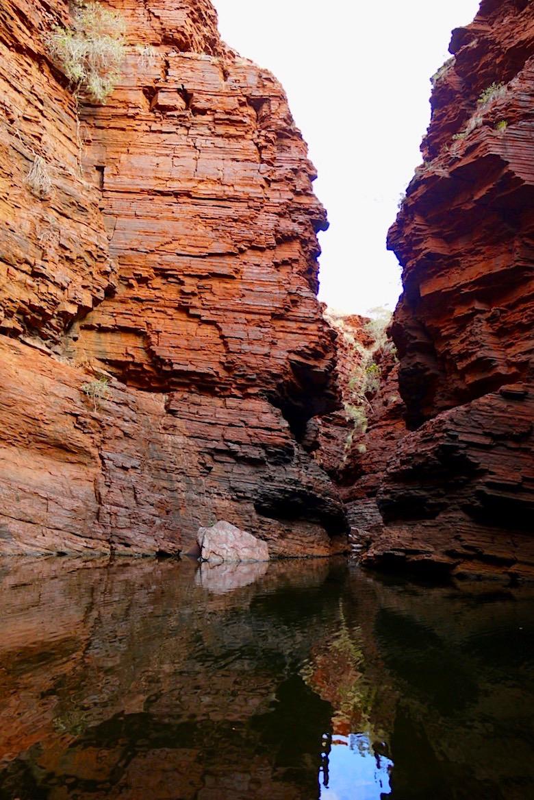 Handrail Pool -Tiefe Schatten - Karijini National Park, Pilbara - Western Australia