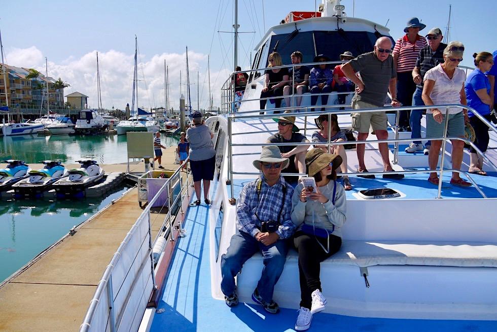 Hervey Bay - Walbeobachtungsboot Freedom III im Hafen - Queensland