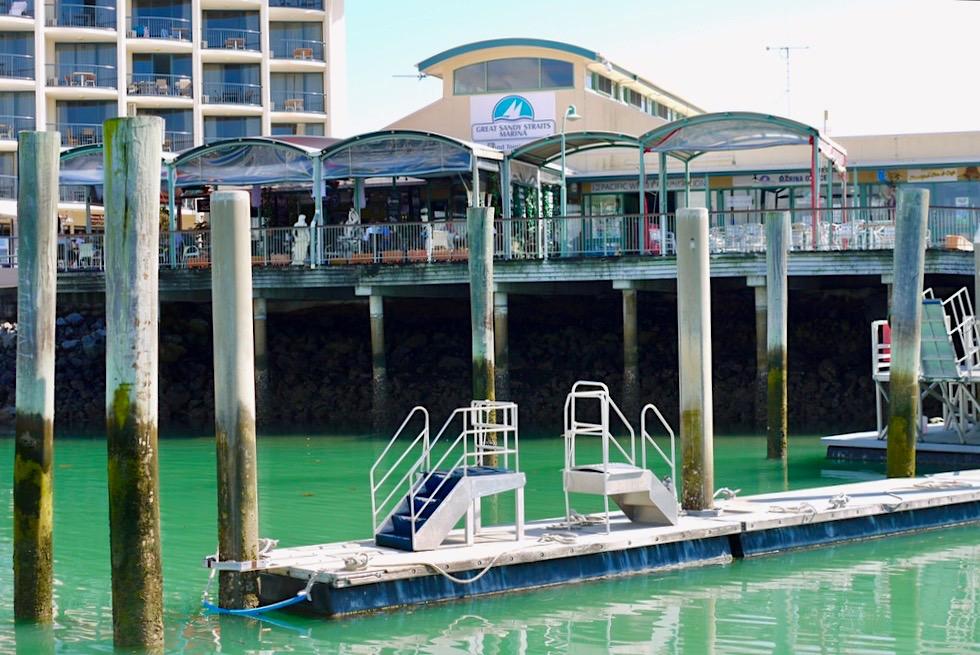 Hervey Bay - Sandy Strait Marina: hier legen die Walbeobachtunsboote ab - Queensland