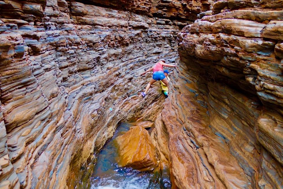 Karijini National Park - Abenteuerlich & ganz viel Spaß beim Durchqueren des Spider Walk in der Hancock Gorge - Pilbara - Western Australia
