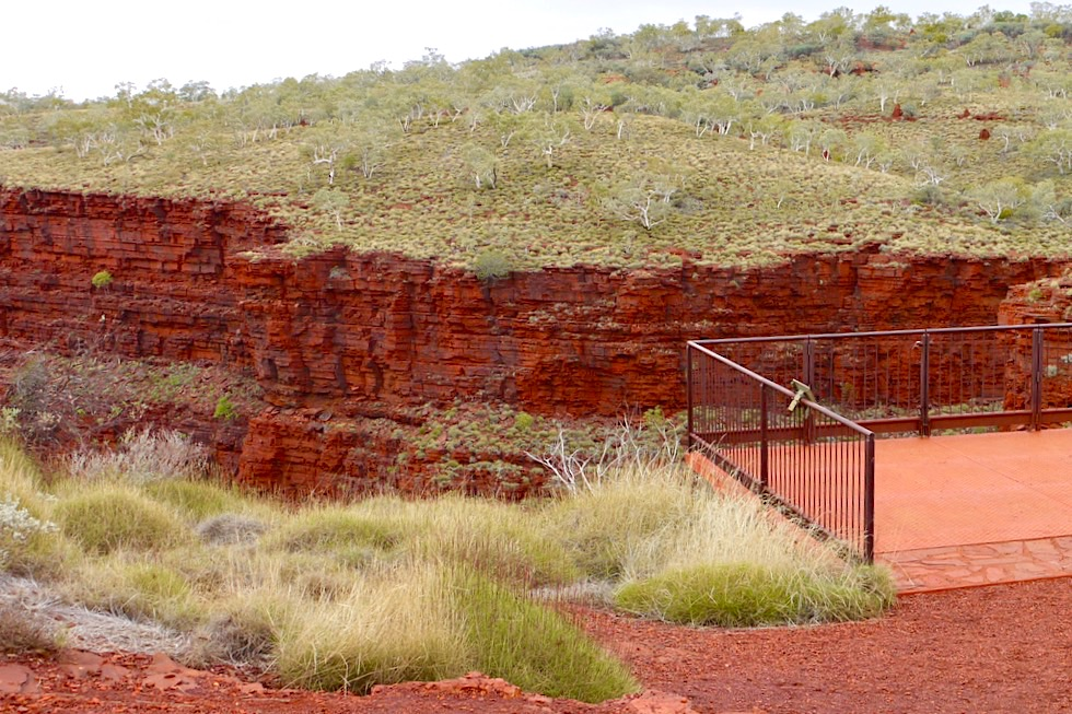 Karijini National Park - Oxer Lookout mit Blick auf die Schluchten - Pilbara - Western Australia