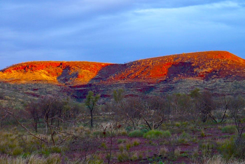 Karijini Drive - Zwischen West- & Ostteil des Nationalparks - Spektakulärer Sonnenuntergang - Pilbara, Western Australia