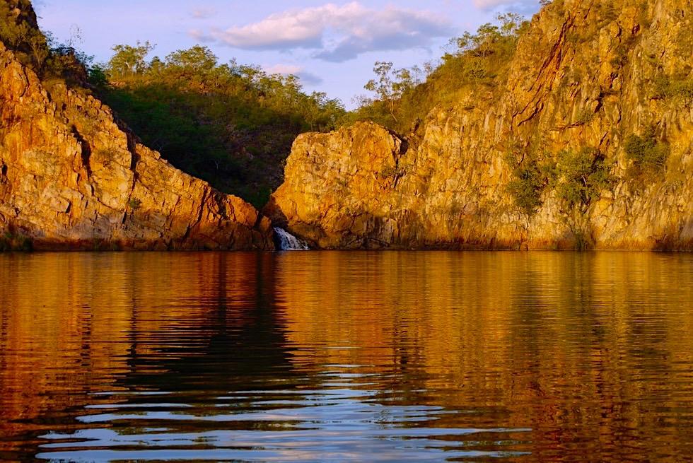 Main Pool bei den Edith Falls - Faszinierender Sonnenuntergang mit Wasserspiegelungen - Nitmiluk National Park - Northern Territory