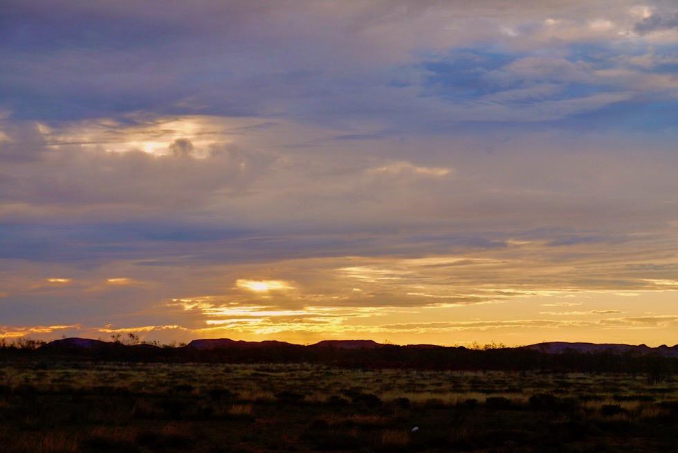 Irgendwo in der Pilbara - Faszinierende Abendstimmung mit Wolken & Sonnenuntergang - Western Australia