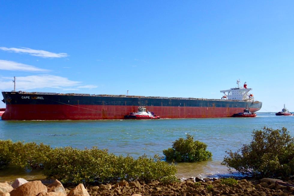 Port Hedland - Containerschiffe werden von Lotsenboote in den Hafen gebracht - Pilbara - Western Australia