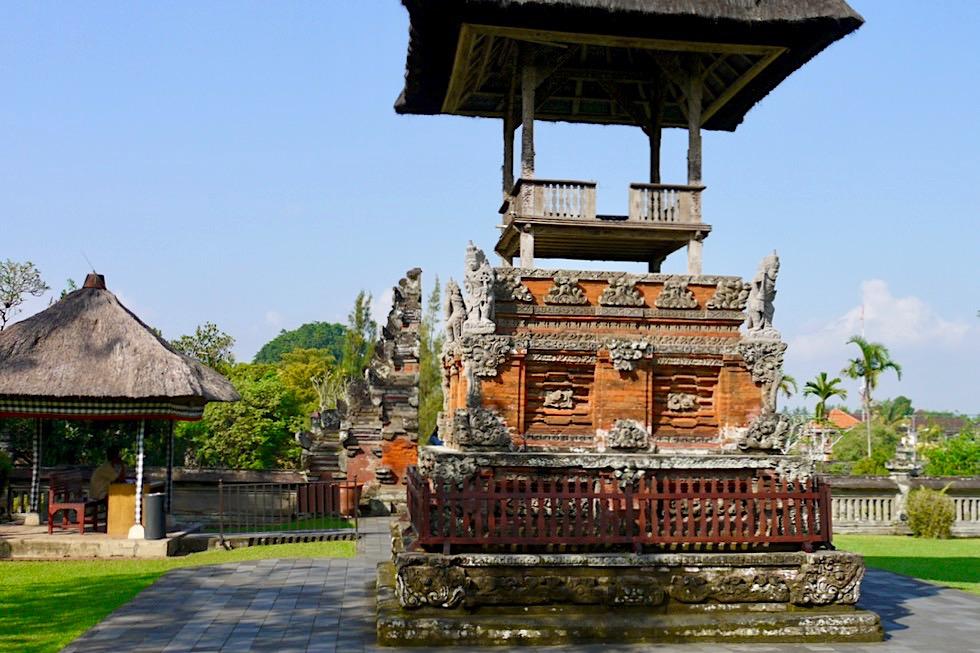 Pura Taman Ayun - Öffentlicher Außenbereich mit Blick auf das gespaltene Eingangstor - Mengwi - Bali