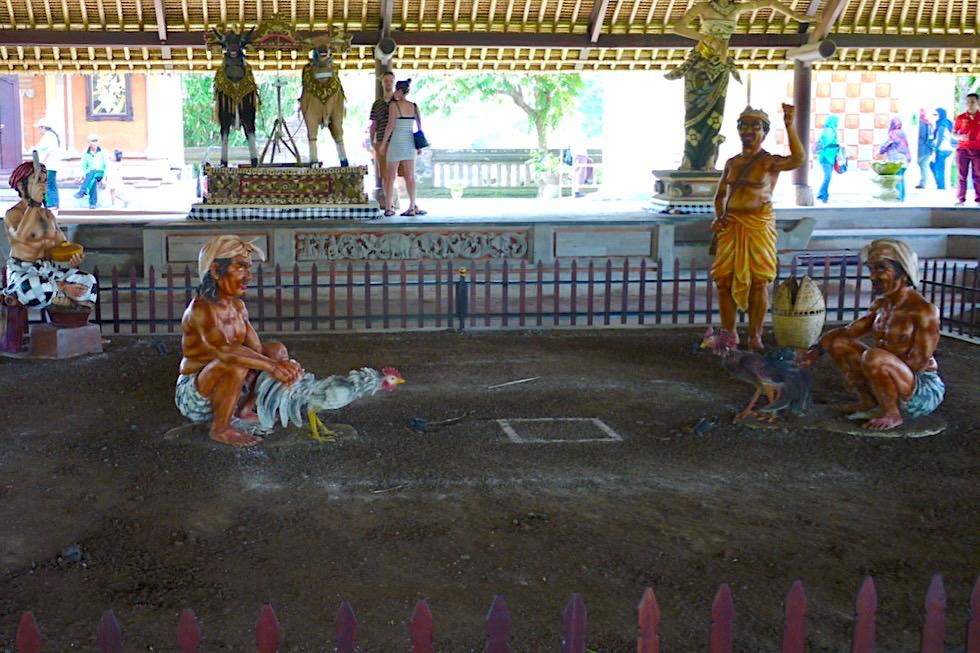 Pura Taman Ayun - Figürliche Hahnenkampf-Szenen Darstellung - Mengwi, Bali