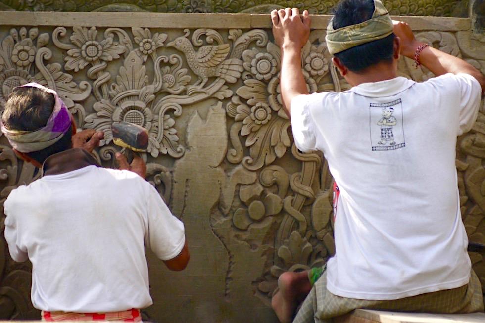 Pura Taman Ayun - Liebevoll ausgeführte Renovierungsarbeiten an Brücke im Innern des Tempels - Mengwi, Bali
