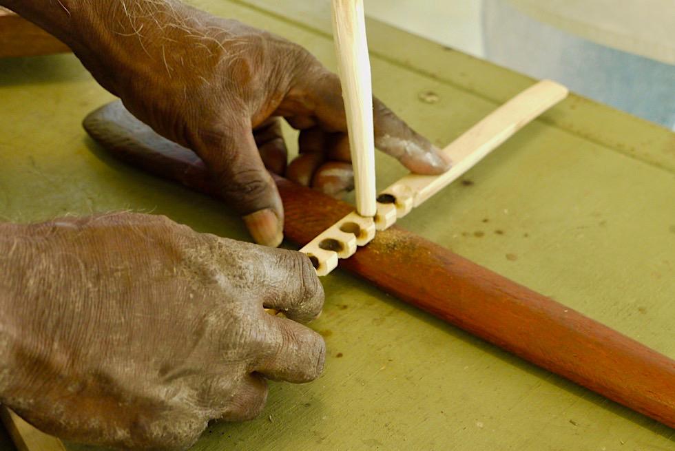 Top Didj Cultural Experience - Feuermachen mit der Methode des Feuerbohrens - Katherine - Northern Territory