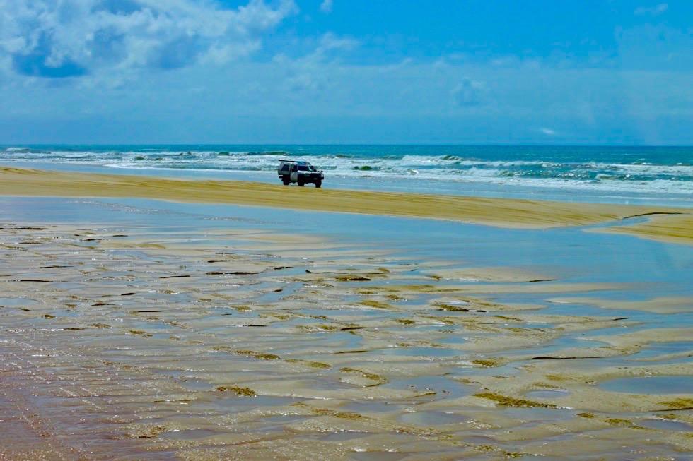 Fraser Island - 75 Mile Beach: Sand, Wellen, Pfützen, Allradfahrzeuge - Queensland