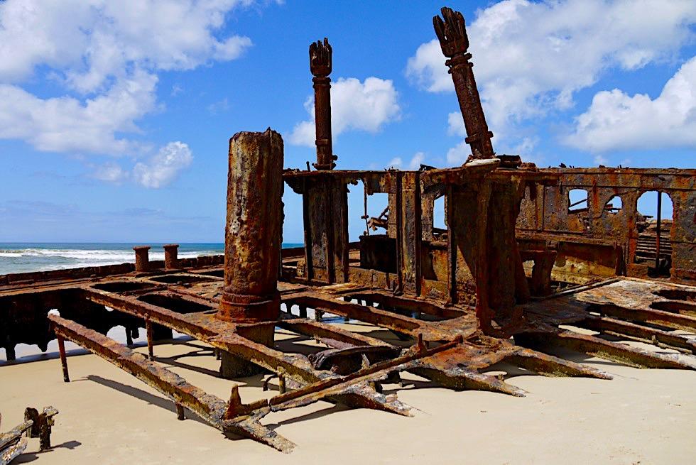 Fraser Island - Maheno Schiffswrack vom Sand & Meer verschluckt - 75 Mile Beach - Queensland