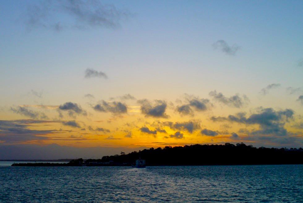 Fraser Island - Sonnenuntergang auf der Rückfahrt nach Hervey Bay - Queensland