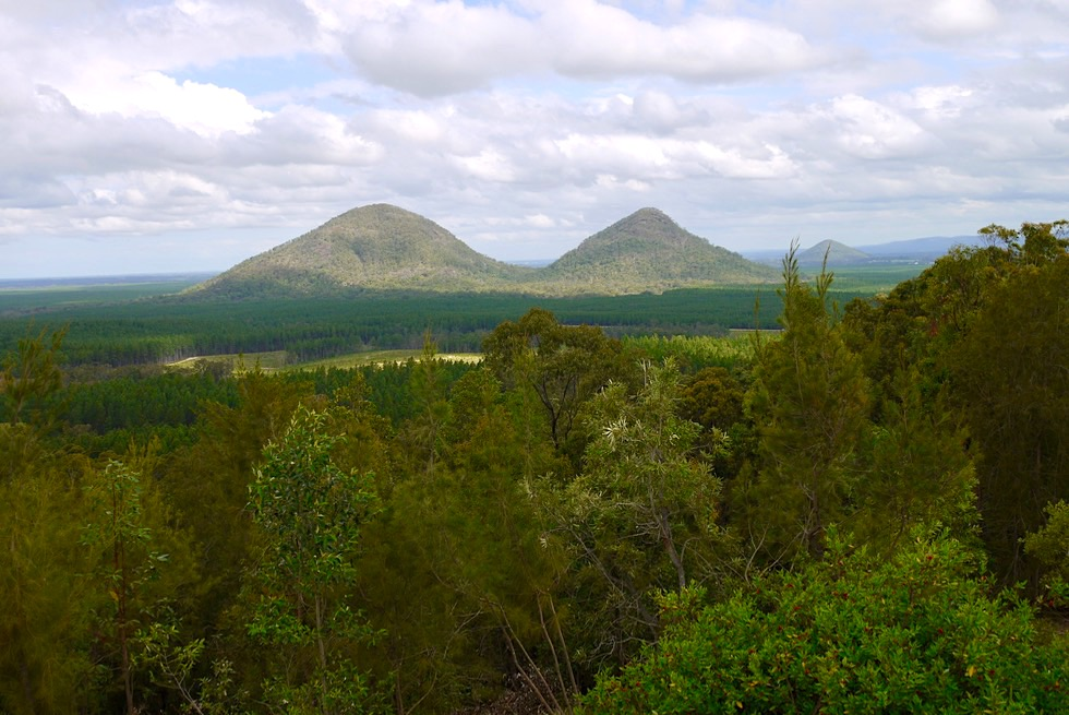 Glass House Mountains Lookout: The Twins & Mt Miketeebumulgrai - Sunshine Coast Hinterland - Queensland