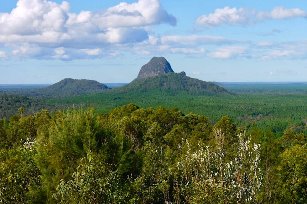 Faszinierende, skurrile Vulkankegel im Glass House Mountains National Park - Sunshine Coast - Hinterland