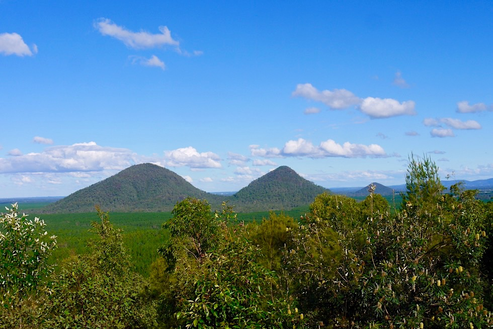 Glasshouse Mountains Lookout - Ausblick auf Vulkankegel: The Twins - Queensland