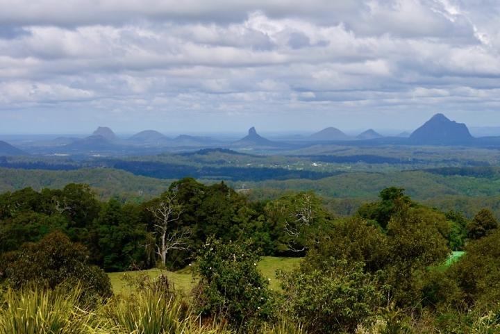 Glasshouse Mountains von der Aussichtsplattform im Mary Cairncross Park gesehen - Sunshine Coast - Queensland