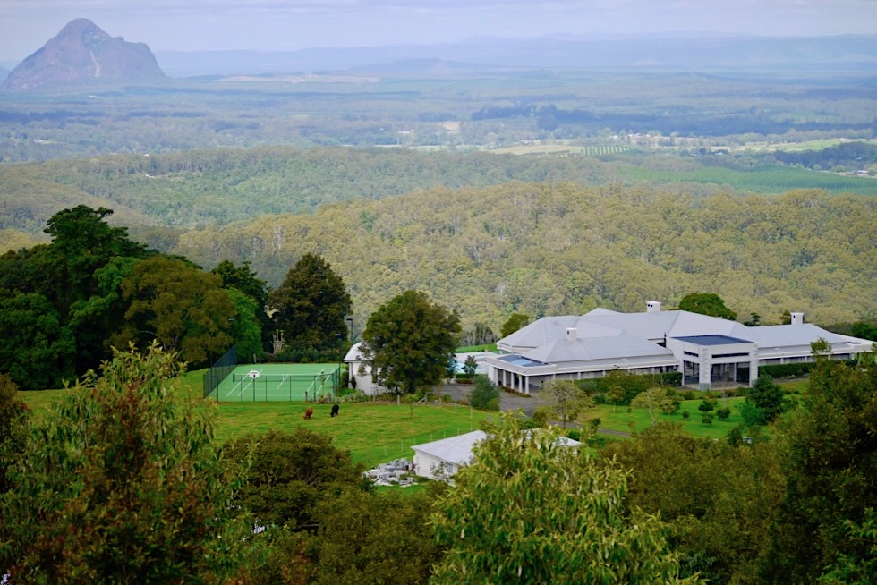 Mary Cairncross Park - Blick von der Aussichtsplattform: Glass House Mountains - Queensland